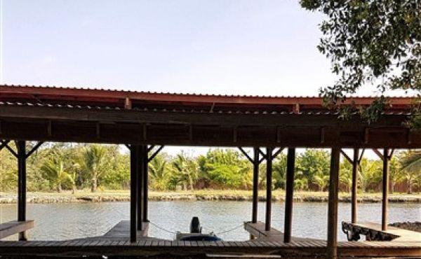 Coconut Cove Marina Covered Boat Slip