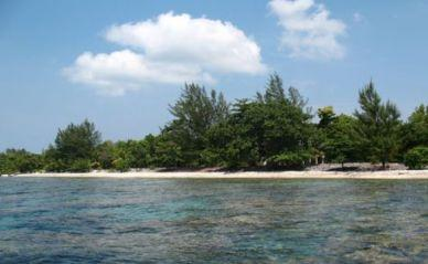 REMU0456, 2.14 Acre Beachfront at Treasure Beach with Unfinished House